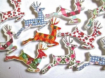 10 Wood Patterned  REINDEER Buttons